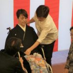 パナソニックの介護付有料老人ホーム「サンセール香里園」で「車いす利用者のためのきもの着つけ」研修会を実施